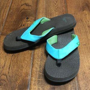 Sanuk Brown & turquoise flip flops size 7